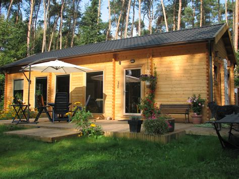 chalet jardin bois bien isoler chalet de jardin chalet center