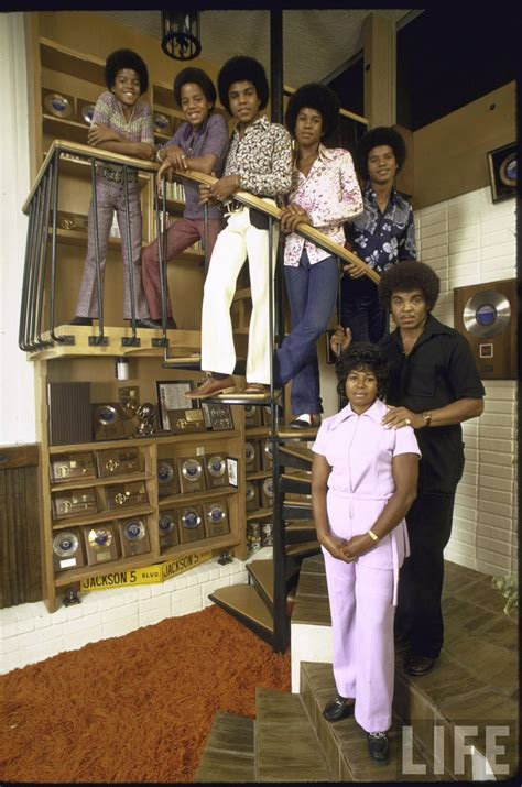 jackson 5 family photo in magazine 1971 lost sound