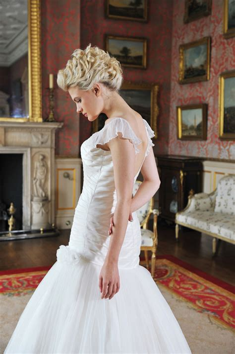 unique wedding dresses on a budget the basics designer wedding dresses on a budget