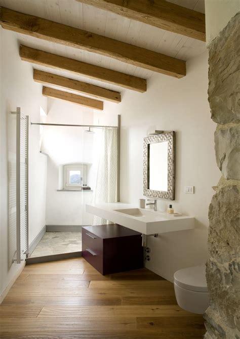 bagno nel sottotetto un bagno moderno nel sottotetto con bellissima doccia