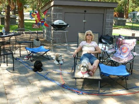 enjoy the patio picture of crown villa rv resort bend