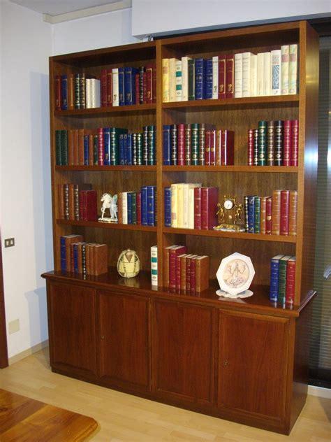 libreria in noce soggiorno artigianale scontato 80 soggiorni a