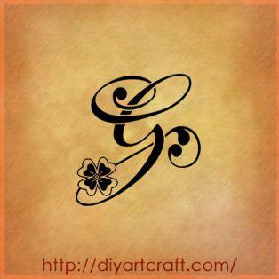 letter g tattoo designs lettera g con quadrifoglio tatuaggi