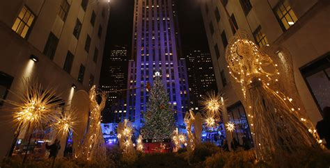 restaurant with view of christmas tree at rockefeller rockefeller center tree lighting 2013 when and how to view the live show