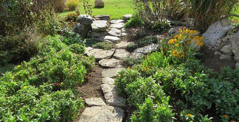 meraviglioso Pavimentare Un Giardino #1: 20160822160747-sentieri-pietra-come-creare-vialetti-giardino.jpg
