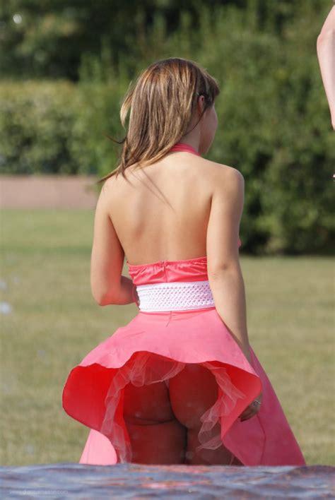 mom bent over skirt mom bent over skirts skirt and panties upskirt photos