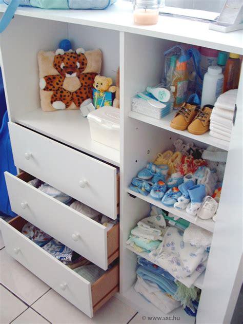 lade per cameretta dei bambini il corredino neonato mamma felice