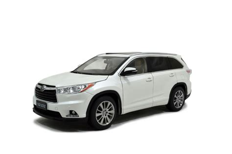 toyota 2015 models toyota highlander 2015 1 18 scale diecast model car