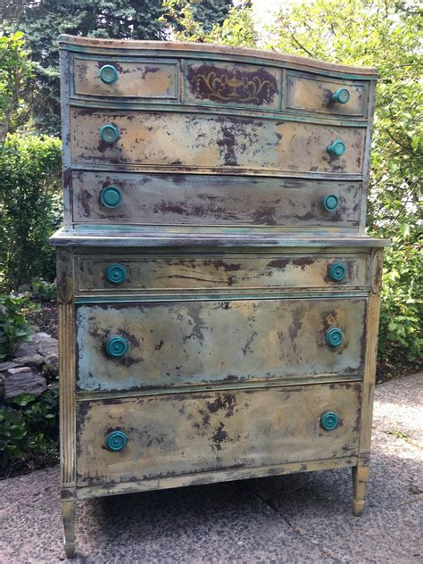 hand painted antique dresser using annie sloan country