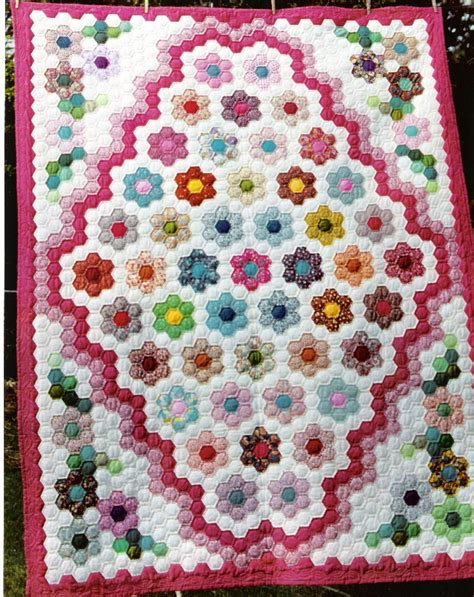 Grandmother S Flower Garden Quilt Grandmothers Flower Garden Quilt On Hexagon Quilt Flowers Garden And Hexagons