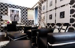 Black White Home Decor by How To Decorate In Black And White