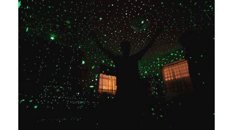 Hiasan Stiker Glow In The ayo pasang hiasan glow in the di langit langit rumah