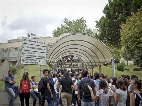 biotecnologie test d ingresso la carica dei 1300 gli studenti provano i test d ingresso