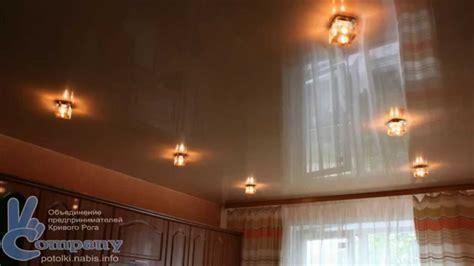 Натяжные потолки с точечными светильниками и люстрой фото