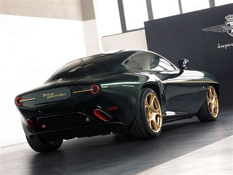 il disco volante touring s breathtaking alfa disco volante wears green and