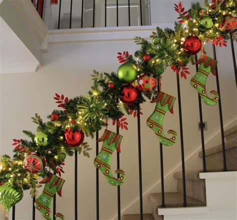 how to decorate for christmas 38 amazing christmas garlands for home d 233 cor digsdigs