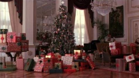 home alone christmas decorations reasons why quot home alone 2 quot trumps the original 19 pics