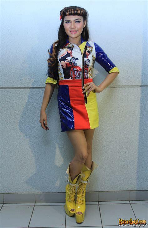 Berapa Catok Rambut Mini rok mini warna warni ala shu kapanlagi