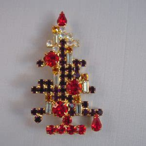 bee gee christmas tree brooch with red clear green