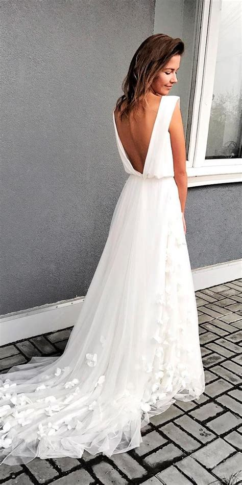 awesome simple wedding dresses  cute brides wedding dresses guide