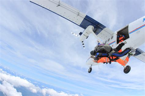 parachute dive tandem jumping frequently asked questions skydive