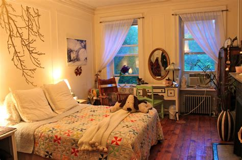 maximize a small bedroom itsy bitsy bedroom maximizing your small space ramshackle glam