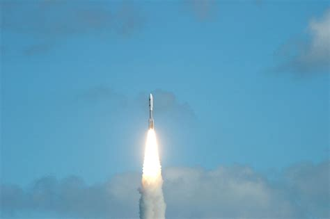 new launch january 19 2006 new horizons launches for pluto nasa