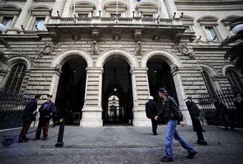banca d italia debito pubblico bankitalia record debito pubblico a novembre toccata