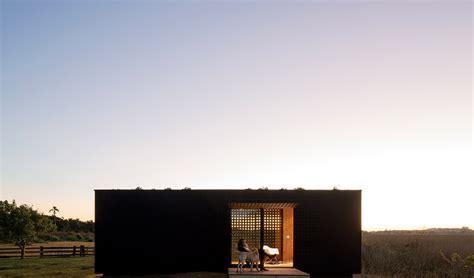 Contemporary Houses Prefab House Mini Modern2 Fubiz Media