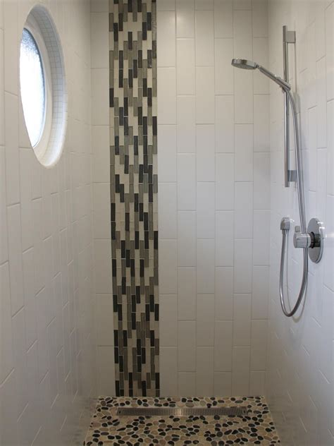going vertical with subway tile the vertical mosaic glass tile combined with the vertical