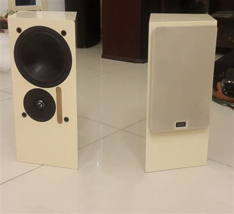 nht 1 5 2 way us made hifi bookshelf speakers used