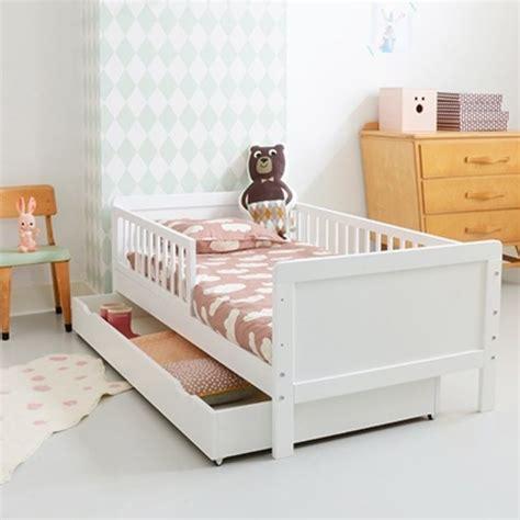 chambre gar輟n 2 ans les 25 meilleures id 233 es concernant lit enfant 2 ans sur