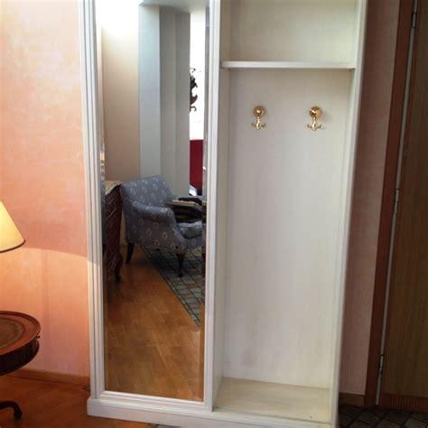 armadio cappottiera per ingresso armadio per ingresso in legno laccato bianco patinato con