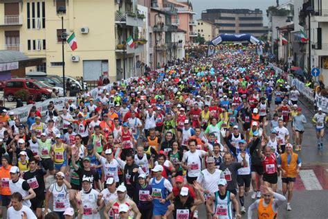 alimentazione mezza maratona l alimentazione maratoneta con luca speciani