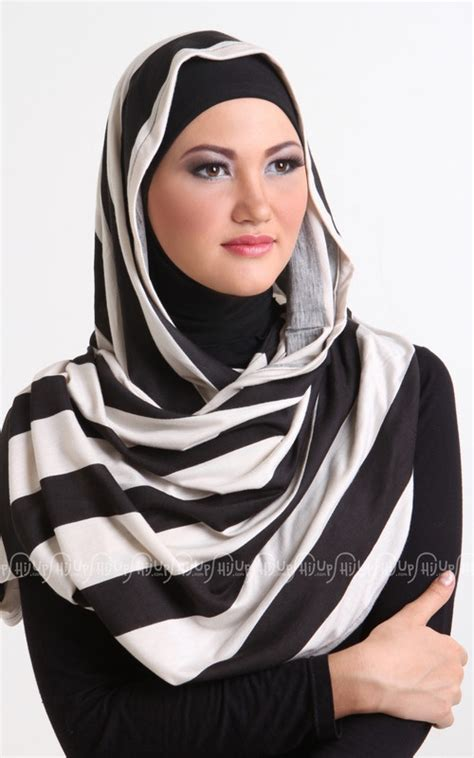 Gamis Khadijah Syari Jersey Black Flower 25 best images about hijabs accessories on jersey and satin