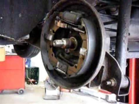 ford fiesta   cleaning  adjusting rear brake