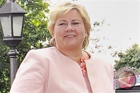 Tenda Anak Rimba pm norwegia cium tangan orang rimba jambi