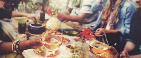 cosa cucinare per una cena tra amici ricette facili per una cena estiva fra amici pianetadonna it