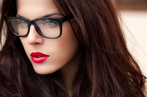 wearing glasses 7 makeup tips for who wear glasses likes