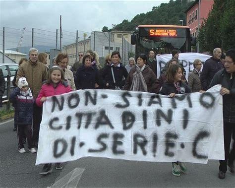 ufficio postale la spezia muggiano i cittadini protestano contro la chiusura delle