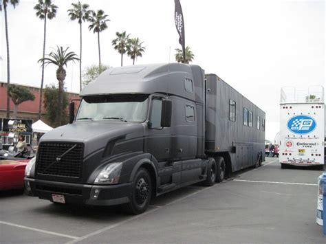 100 Volvo Semi Truck Service Truck Trailer