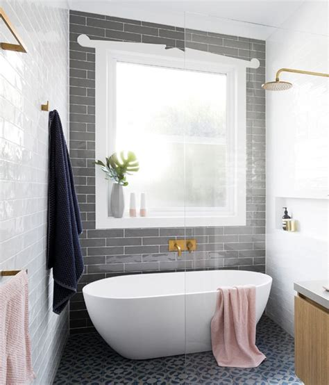 Walk In Tub And Shower by 17 Best Ideas About Walk In Tubs On Walk In