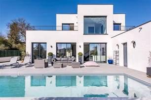cailloux sur fontaines maison d architecte avec piscine