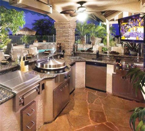Luxury outdoor kitchens photo gallery
