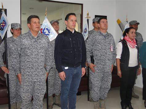 uniforme fuerza aerea colombiana alcalde de madrid cundinamarca recibe reconocimiento por