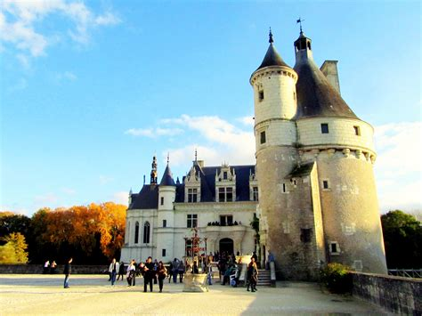 exploring  loire valley castles  europe