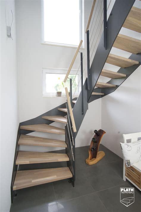 treppengeländer treppenhaus flachwangentreppe hpl treppe mit stufen aus eiche und