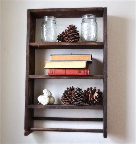 Diy Rack Shelf by Diy Pallet Shelf With Towel Rack Pallet Furniture Plans