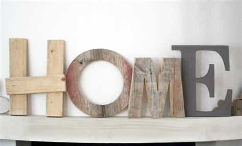 iniziali lettere decorative parole a casa sim on a home