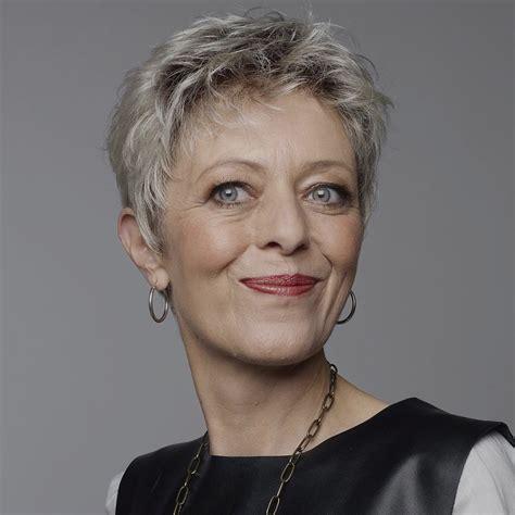 photo cheveux photo coupe cheveux court femme 60 ans coiffure
